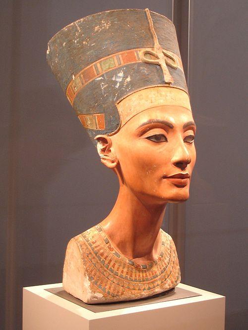 ネフェルティティの胸像